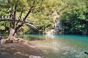 Die Steinbogenbrücke der Vikos-Schlucht
