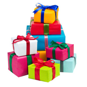 Ein Stapel bunter Geschenke